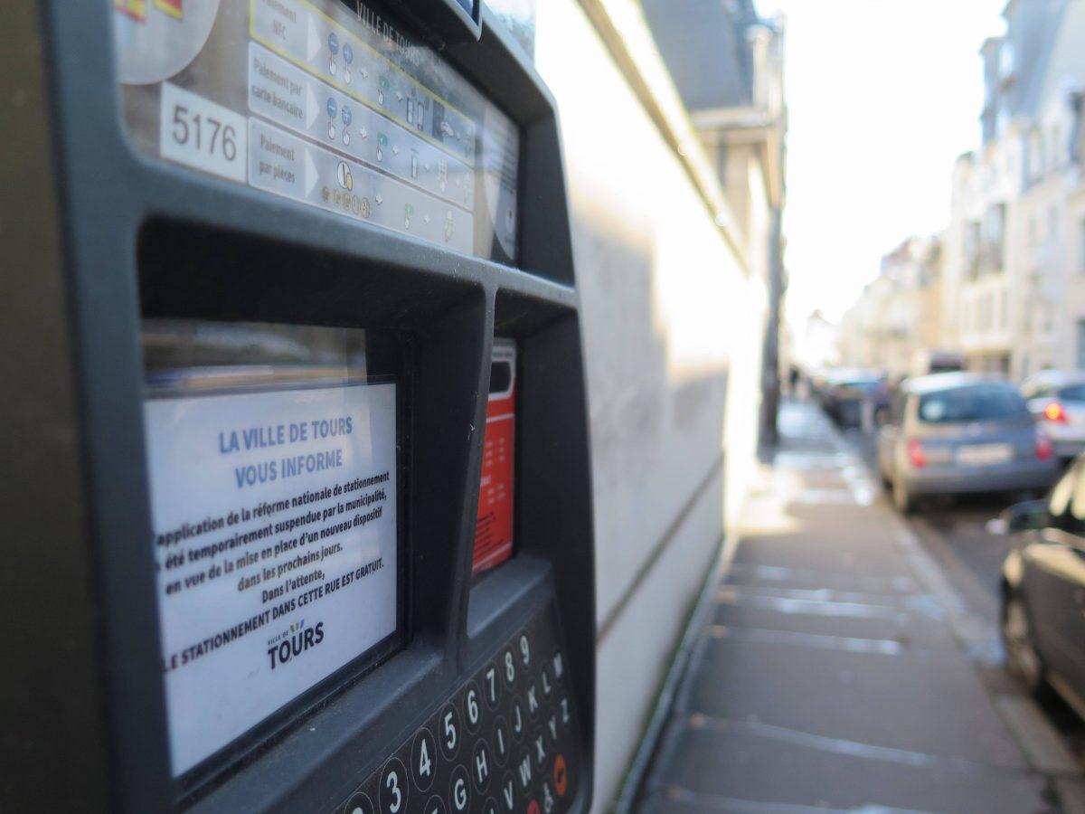 Suspension des contrôles de stationnement payant, nouveau centre de vaccination : des mesures annoncées par la Ville