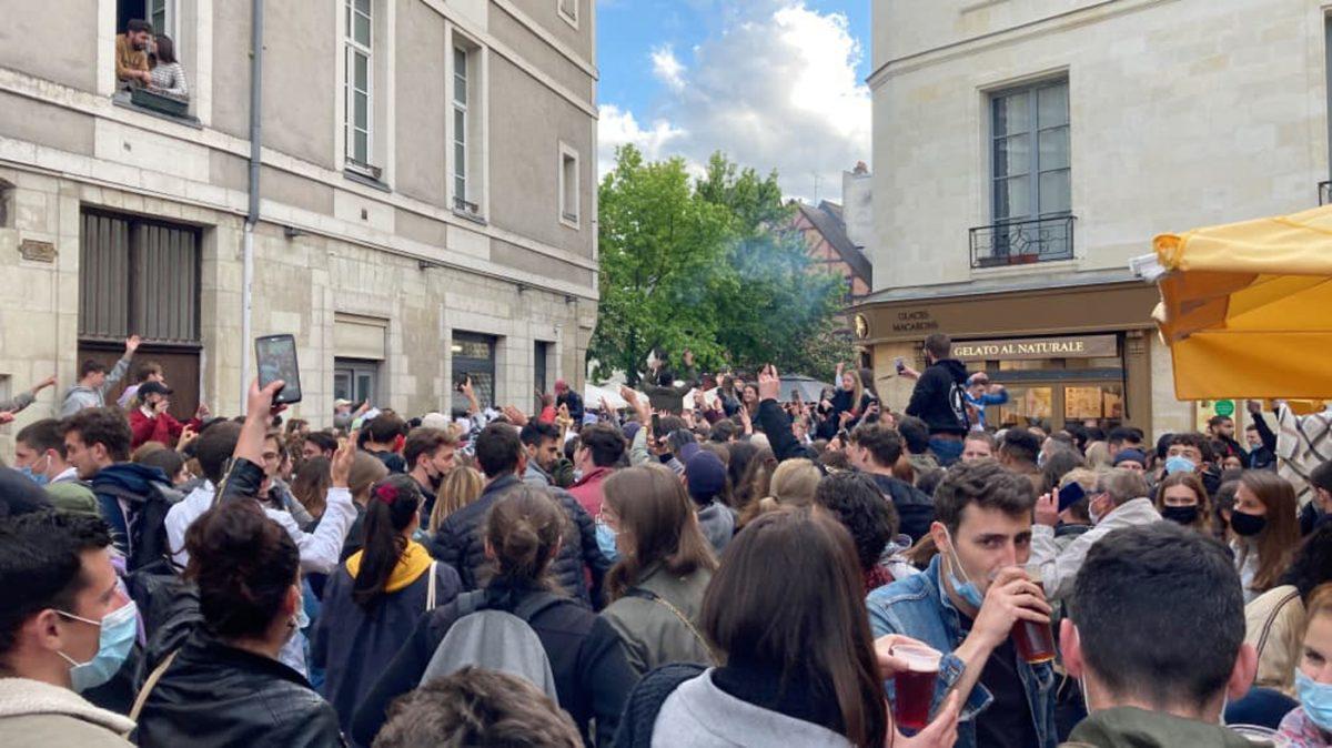 Vieux Tours : la consommation d'alcool sur la voie publique (hors terrasse) interdite