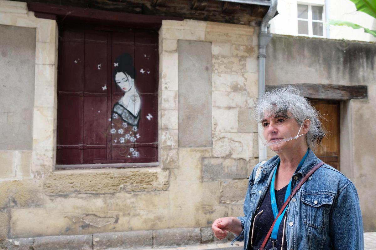 Dans les rues de Tours, Annabelle Tourne est la guide-conférencière du street art