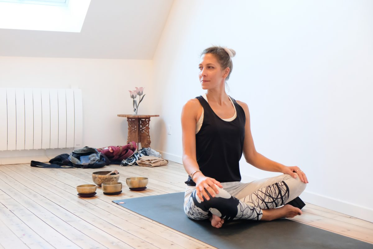Dans le quotidien de Cassandre Richet, coach sportive et prof de yoga