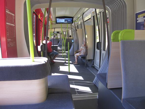 Calme plat à l'intérieur du tram...