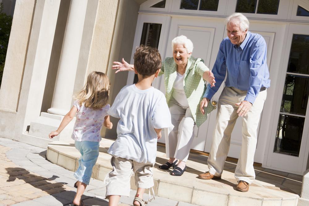 Garder ses petits-enfants, c'est bien, encore faut-il savoir les occuper. (Photo Phovoir)