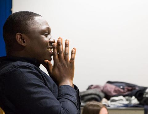 Jean Rigueur, futur humoriste, apporte son expérience du théâtre classique aux étudiants. Photo : Lorenza Pensa