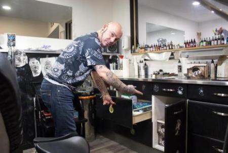 Chez Gody Art Tattoo, toutes les aiguilles sont jetables pour prévenir les risques de maladies. Photo : Tiffany Fillon