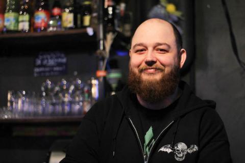 Kevin est le gérant du seul bar e-sport de Tours. Photo : Alizée Touami