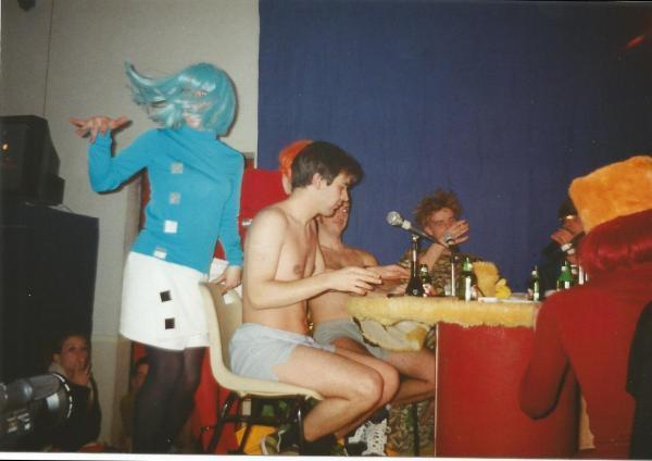 A l'époque, on savait s'habiller classe à la radio.