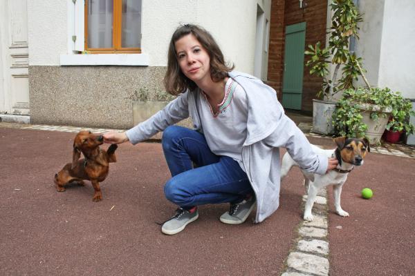 L'éducation canine des deux compagnons d'Aurélie prendra encore quelques mois, surtout que deux en même temps ce n'est pas toujours facile à gérer.