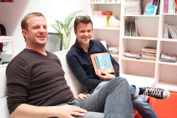 Hugues Barbotin, directeur de l'Asso et Sébastien Chevrier, directeur et directeur artistique du TM. Tous deux posey dans leur canapey.