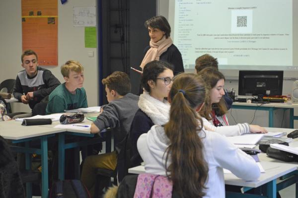 À Sainte-Ursule, deux classes sont dédiées à cet enseignement et équipées d'un vidéoprojecteur et d'un ordinateur.