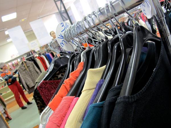 Active fait partie du réseau Tissons la solidarité et compte 300 passages par jour au magasin.