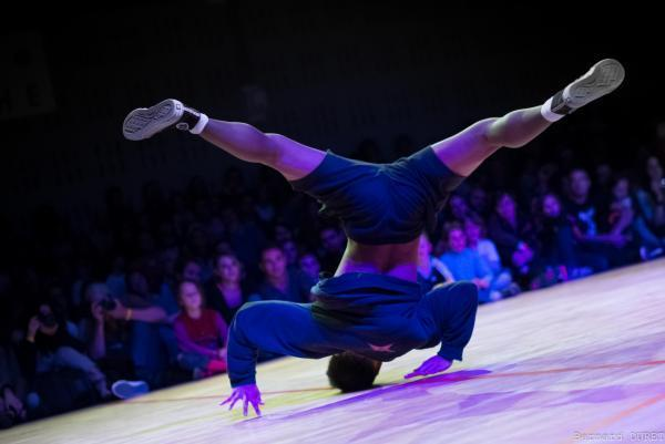 Battle hip hop breakdance