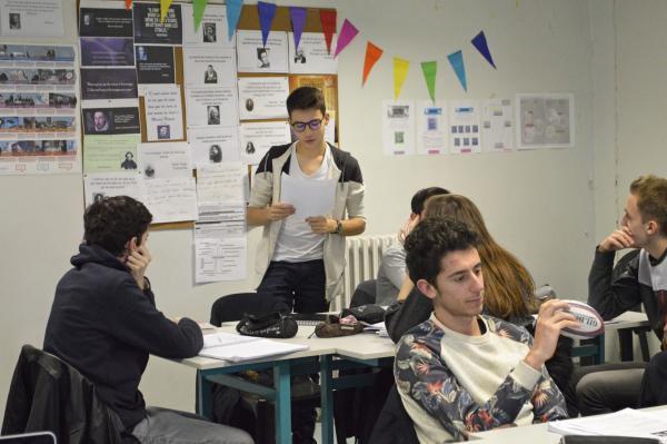 La personnalisation de la salle, rend créatif les élèves et créé une ambiance chaleureuse