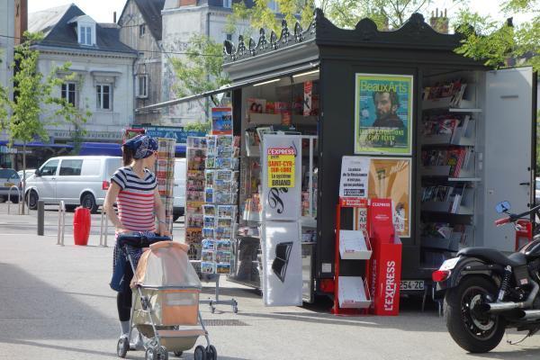 Place des Halles, l'allure rétro du kiosque a beaucoup de succès