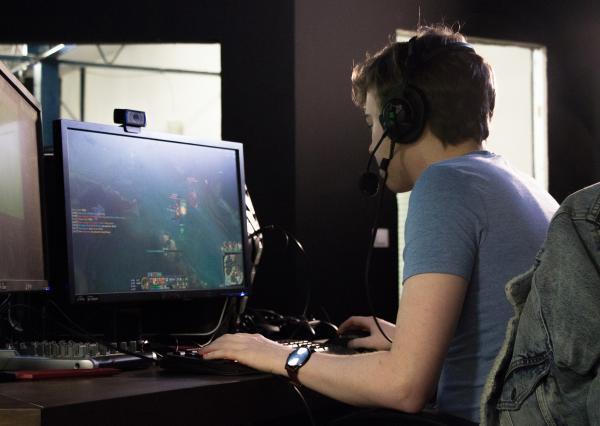 League of Legends est un jeu d'équipe en ligne.