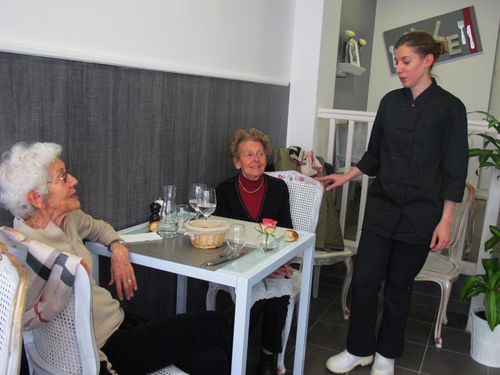 Juliette Niney, délicate et aimable, propose de délicieux petits plats, sur place ou à emporter. (Photos tmv)