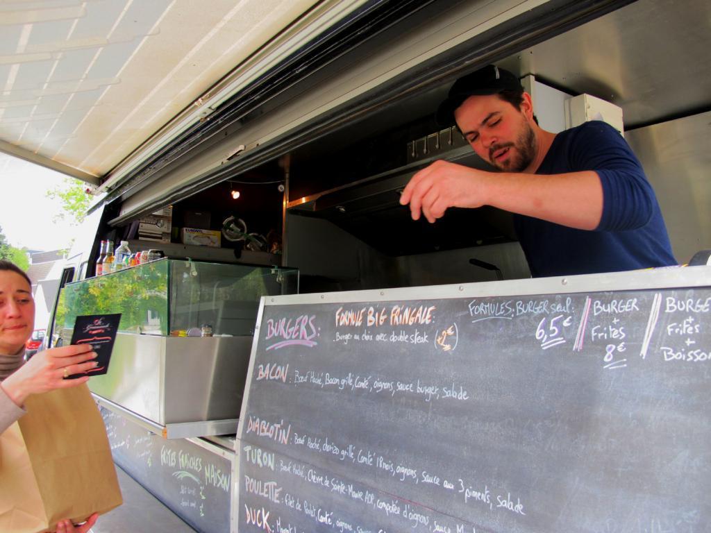 Arnaud conseille de « garder un oeil sur Facebook » : son food truck est susceptible de se balader ailleurs à Tours ! (Photos tmv)