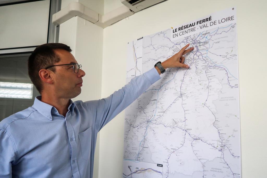 Sur la carte, il montre la portion où l'abaissement de la vitesse aura lieu : Paris-Etampes.